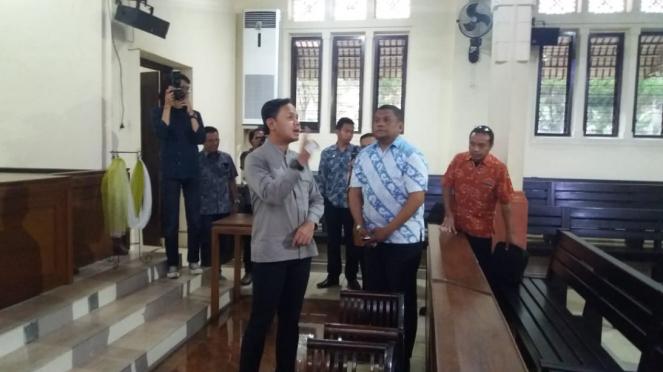 Wali Kota Bogor, Bima Arya Sugiarto, melihat Gereja GPIB Zebaoth Bogor