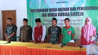 Ketua Korda Ika Uinsa Gresik Ahmad Yani Elbanis (Tengah) saat Musda Ika Uinsa Gresik (FOTO: Istimewa)