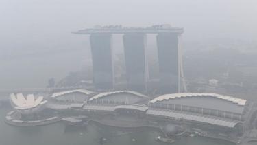 https://thumb.viva.co.id/media/frontend/thumbs3/2019/09/21/5d855a4befc11-f1-singapura-bagaimana-kabut-asap-berdampak-padapenggemar-dan-pembalap_375_211.jpg