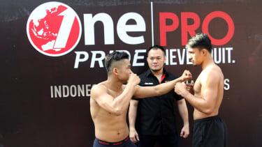 https://thumb.viva.co.id/media/frontend/thumbs3/2019/09/21/5d85abe323978-timbang-badan-one-pride-fight-night-32_375_211.jpg