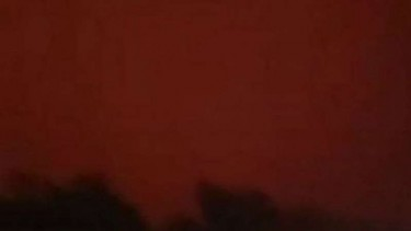 Langit di Jambi berubah jadi merah.