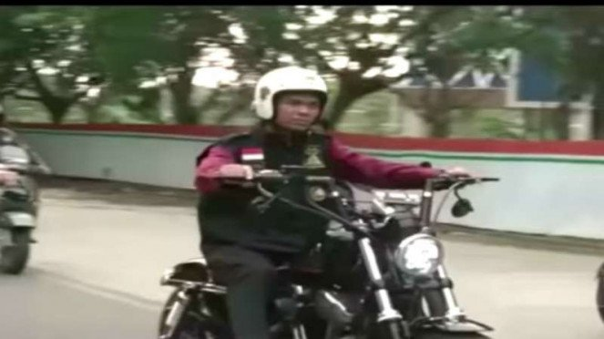 Ustaz Abdul Somad saat berkonvoi mengendarai motor gede (moge) di Batam, Kepulauan Riau