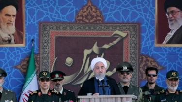 https://thumb.viva.co.id/media/frontend/thumbs3/2019/09/22/5d878d2d285c6-serangan-kilang-minyak-arab-saudi-presiden-iran-minta-pasukan-asing-menjauh-setelah-amerika-serikat-menyatakan-akan-kirim-pasukan_375_211.jpg