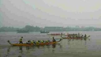 Kejuaraan internasional Perahu Naga tetap digelar meski terhalang asap Karhutla