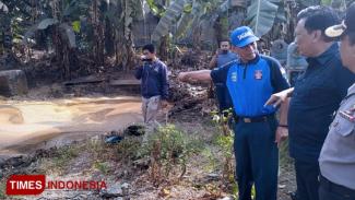 Semburan lumpur bercampur minyak dan gas di Desa Sekarkurung, Gresik. (Foto: Akmal/TIMES Indonesia)