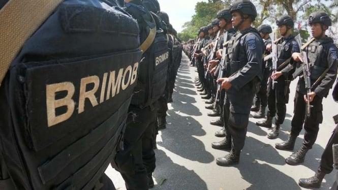 Personel Brimob berbaris sebelum ditempat ke wilayah penugasan beberapa waktu lalu. (foto ilustrasi)