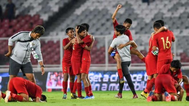Para pemain Timnas Indonesia U-16 melakukan selebrasi