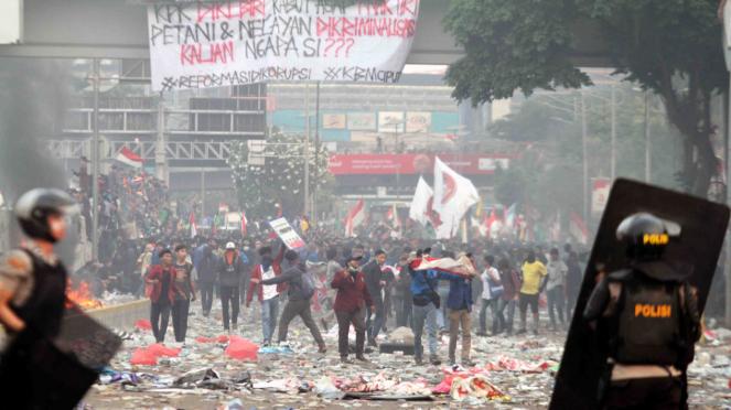 Aksi Demonstrasi Tolak RKUHP dan UU KPK di DPR