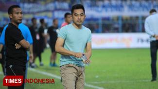 Pelatih PSS Seto Nurdiantara. (Tria Adha/TIMES Indonesia)