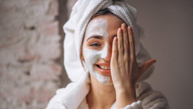 Ilustrasi wanita/masker/skincare.