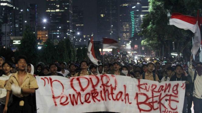 Demo RKUHP, Pelajar Kuasai Tol Dalam Kota