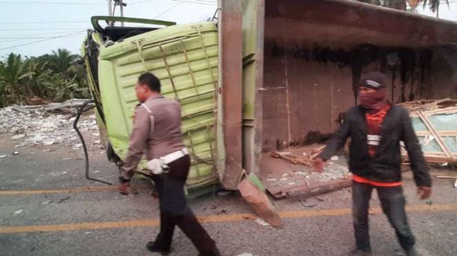 Kecelakaan maut di Jalan Lintas Sumatera, Kilometer 21-22, Desa Tarahan, Kecamat