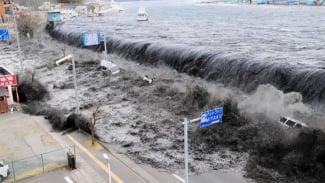 Tsunami melanda Samudera Hindia pada 2004.