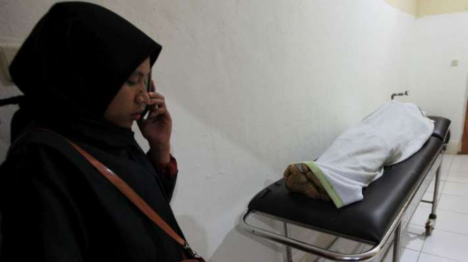 Jenazah almarhum Immawan Randi (21) berada di ruang jenazah RS Abunawas Kendari, Kendari, Sulawesi Tenggara, Kamis (26/9/2019). Seorang mahasiswa lagi bernama Yusuf Kardawi juga meninggal dunia usai demo ricuh di Kendari.