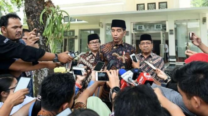 Presiden Joko Widodo saat menjawab sejumlah pertanyaan wartawan di Istana Negara
