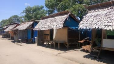 https://thumb.viva.co.id/media/frontend/thumbs3/2019/09/27/5d8e05eef3dfd-setahun-gempa-tsunami-palu-ribuan-korban-masih-tinggal-di-tenda-pengungsian_375_211.jpg