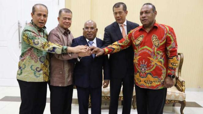 Gubernur Papua Lukas Enembe dan para tokoh