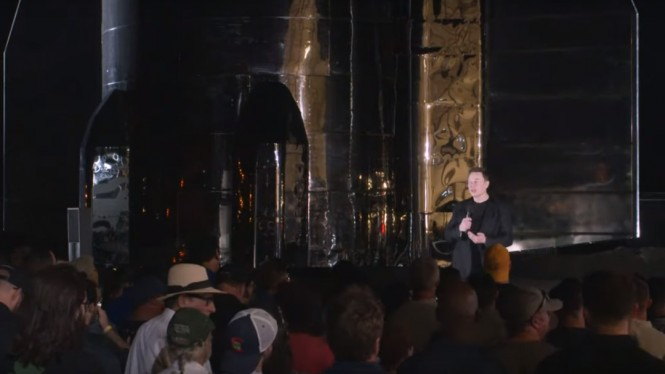 CEO SpaceX, Elon Musk, menjelaskan update purwarupa wahana antariksa.