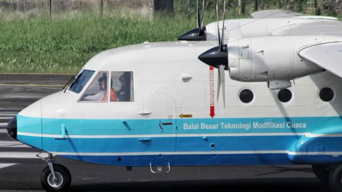 Salah satu pesawat yang dipakai untuk operasi hujan buatan
