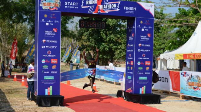 Atlet pendatang baru, Daniel Frans Watopa, juara Rhino X Triathlon 2019