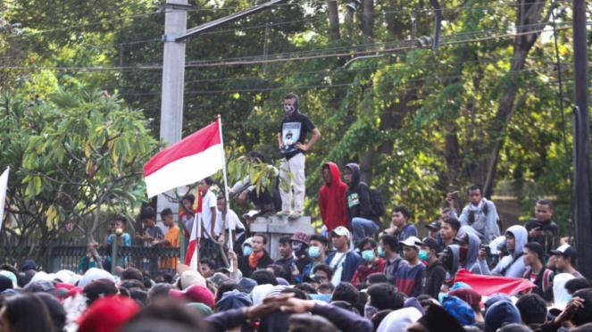 Massa Pelajar Demonstrasi Rusuh di Palmerah Tolak RKUHP dan UU KPKs