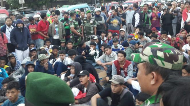 Pelajar di Jaktim yang mau ikut demo ke DPR diadang aparat.