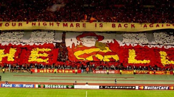 Suporter Galatasaray di Turk Telekom Arena