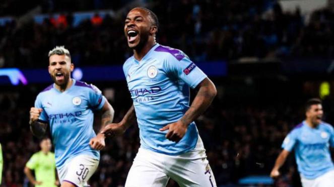 Pemain Manchester City, Raheem Sterling rayakan gol.