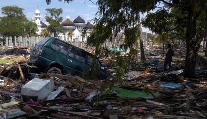 https://thumb.viva.co.id/media/frontend/thumbs3/2019/10/02/5d941c28129bf-tsunami-diduga-menyebarkan-penyakit-jamur-mematikan-ilmuwan-khawatir-wabah-terjadi-di-indonesia_663_382.jpg