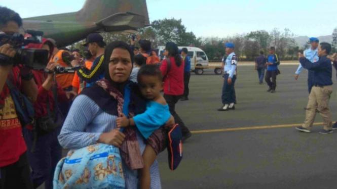 Pemulangan gelombang pertama warga Jatim dari Wamena, Papua