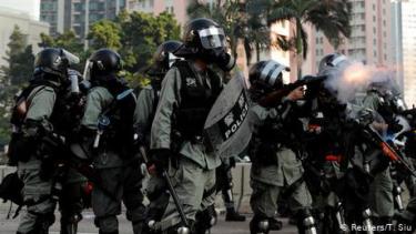 https://thumb.viva.co.id/media/frontend/thumbs3/2019/10/03/5d9532a8830ab-pengacara-jurnalis-indonesia-yang-tertembak-di-hong-kong-veby-menuntut-dilakukannya-investigasi-insiden-penembakan_375_211.jpg
