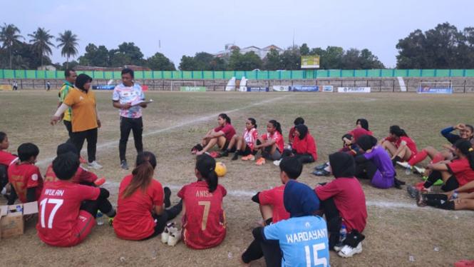 Pemain PSS Sleman Putri saat melakukan lantihan. (FOTO: Istimewa/TIMES Indonesia)