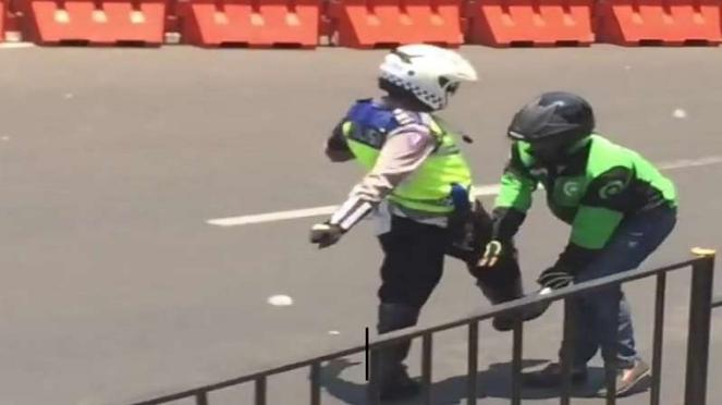 Capture video polisi tendang pengemudi ojek online di Bogor