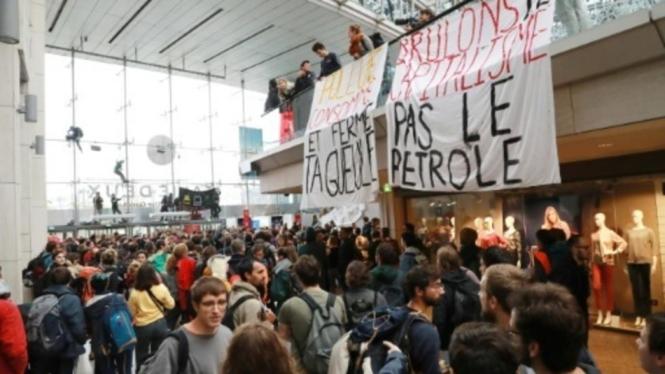 Aktivis Lingkungan Duduki Mal, Protesnya Bukan Soal Fashion