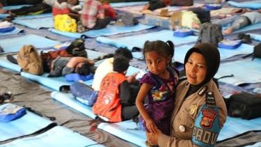 https://thumb.viva.co.id/media/frontend/thumbs3/2019/10/09/5d9cd50ead91d-wamena-disebut-mulai-pulih-sebagian-pengungsi-enggan-kembali_375_211.jpg