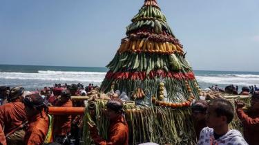 https://thumb.viva.co.id/media/frontend/thumbs3/2019/10/09/5d9d44d30bd4c-indonesia-rawan-gempa-dan-tsunami-kisah-nyi-roro-kidul-hingga-syair-kuno-memuat-pesan-siaga-bencana-dari-masa-lalu_375_211.jpg