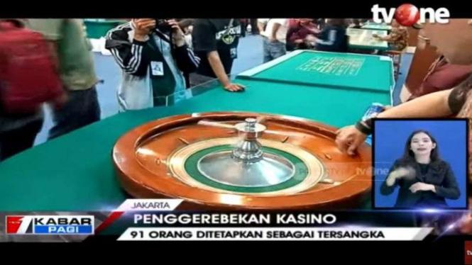 Penggerebekan Apartemen Robinson yang dijadikan arena judi kasino di Jakarta Utara.