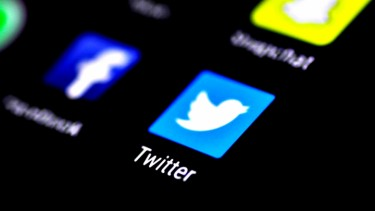https://thumb.viva.co.id/media/frontend/thumbs3/2019/10/09/5d9dad165af23-dear-pengguna-twitter-jangan-tautkan-nomor-telepon-ke-akunmu-kalau-tidak_375_211.jpg