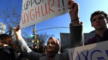 https://thumb.viva.co.id/media/frontend/thumbs3/2019/10/09/5d9dc79a5f35a-amerika-serikat-terapkan-pembatasan-visa-bagi-china-terkait-penindasan-terhadap-minoritas-muslim-uighur_375_211.jpg