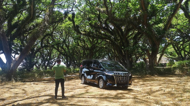Test drive Toyota Alphard Hybrid di De Djawatan Banyuwangi Jawa Timur