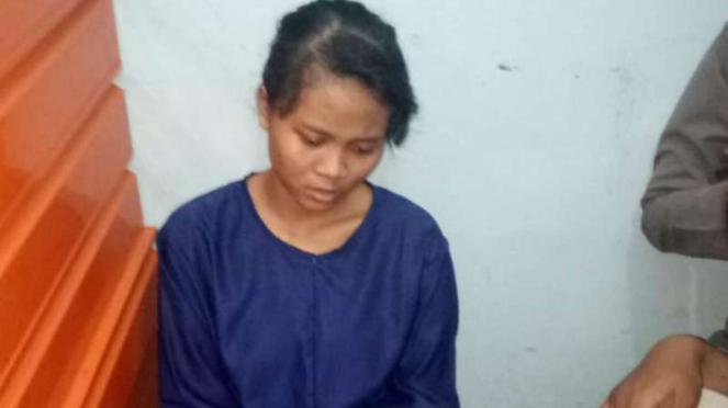 Pelaku penusukan Wiranto, Fitri Andriana binti Sunarto,