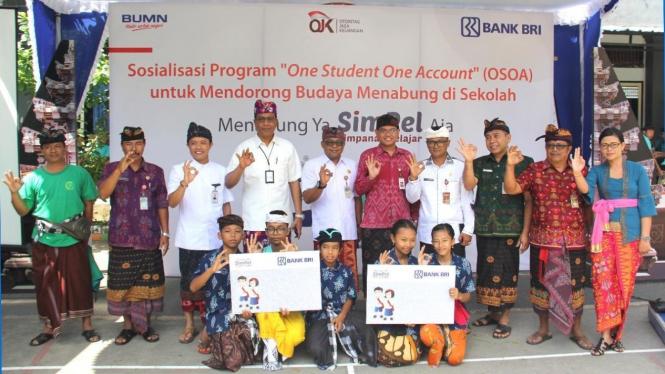 """program """"Menabung Ya SimPel Aja"""" di SMPN 2 Tabanan, Bali."""