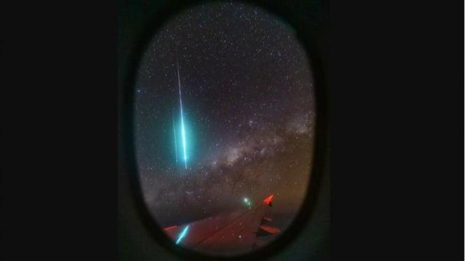 Bola api meteor di balik pesawat rute Singapura ke Australia