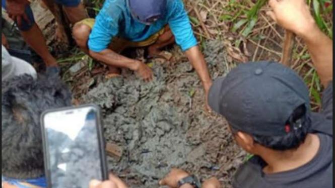 BNN temukan 10.000 ekstasi yang dikuburkan dalam tanah.