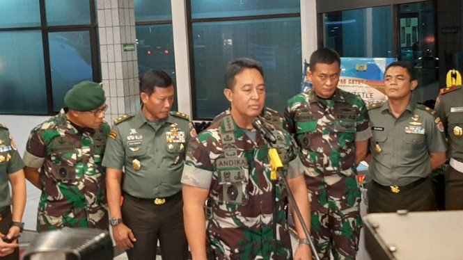 KSAD Jenderal TNI Andika Perkasa mengumumkan pencopotan jabatan Dandim Kendari.