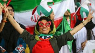 3500 Wanita menonton pertandingan sepakbola di Teheran - AFP