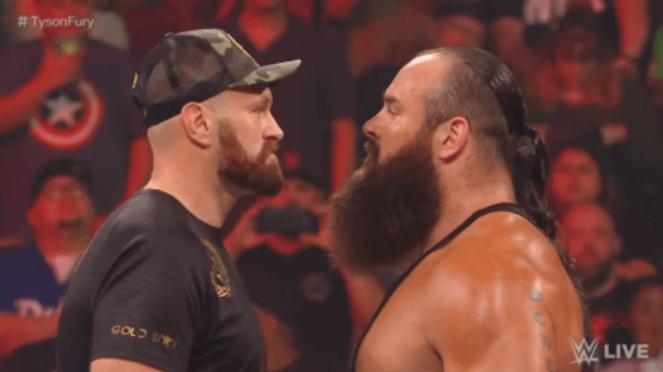 Petinju Tyson Fury (kiri) dan pegulat WWE Braun Strowman