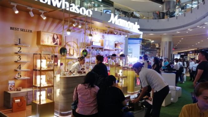 Pameran skincare di Central Mall, Jakarta.