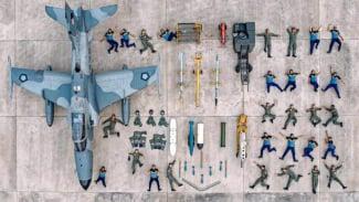 Aksi TNI AU menunjukkan mainan mini figure