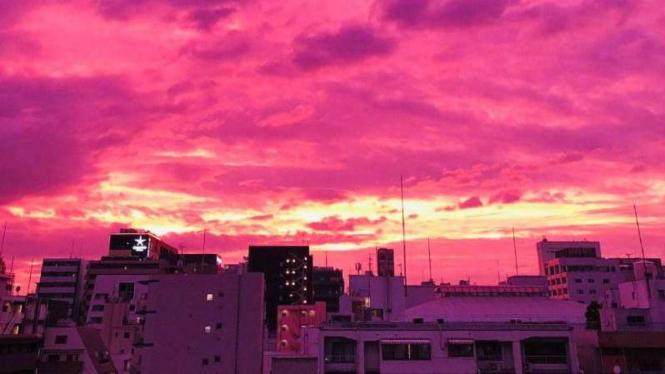 Langit Jepang berubah jadi magenta jelang Topan Hagibis.
